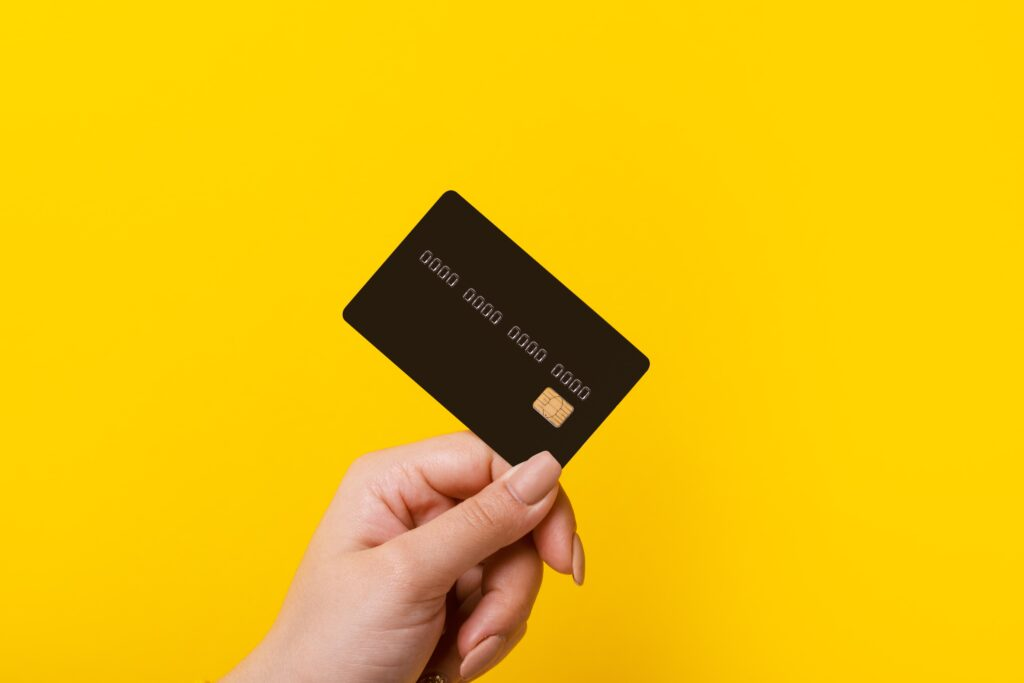 Person holding a credit card.